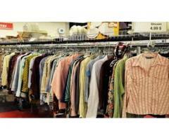 Vendita abbigliamento, donne, bambini e uomini